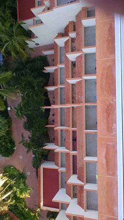 Sheraton Buganvilias Resort & Convention Center: Looking down on the terrace rooms