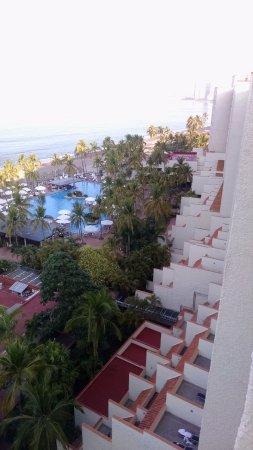 Sheraton Buganvilias Resort & Convention Center: Looking toward main pool area