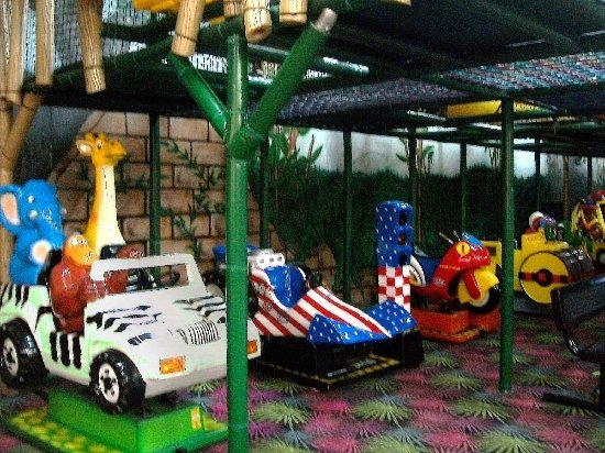 Villa Park, IL: nice play-drive vehicles for the kiddie set