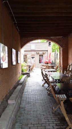 Allée sur le bar de la Brasserie Dunham