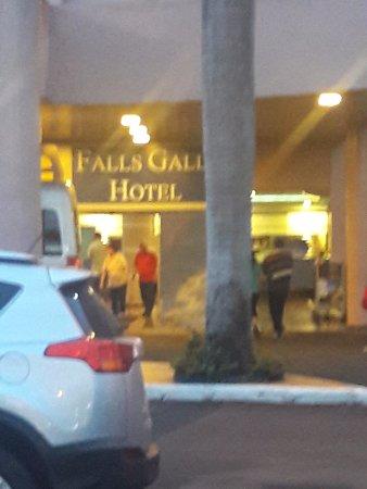 Falls Galli Hotel: Vista de la entrada al hotel