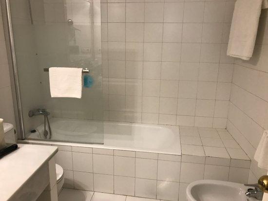 Hotel Dona Maria: Bathroom of Room on 1st Floor