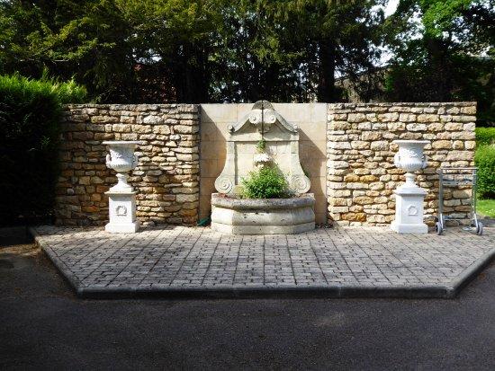 Hostellerie de la Poste : La fontaine intérieure
