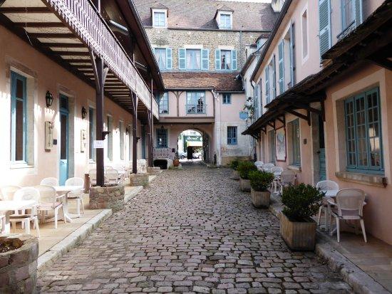 Hostellerie de la Poste : La rue intérieure
