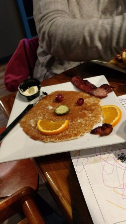 Silver Bay, MN: Pancake and bacon - yummy!