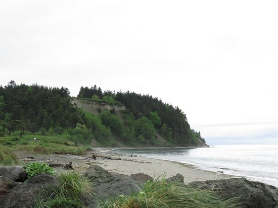 Fort Worden State Park: A view of the beach from the trail at Fort Worden SP