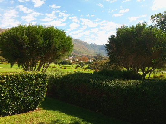 Constantia, Sudáfrica: Outside the cottage rooms