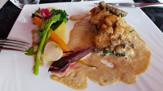 La Ferme de Villeneuve: ris de veau en escalopines à la crème de morilles