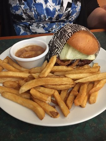 Johnson City, TN: BBQ Burger, Fries, and Apple dessert - Burger was excellent - very juicy!