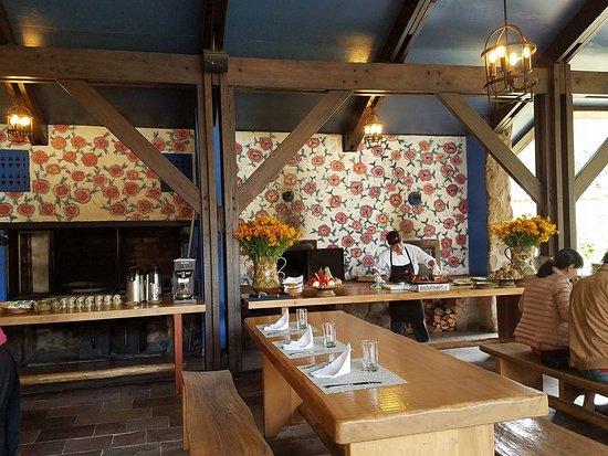 Wayra: dining area