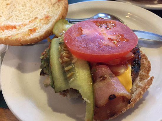 Stirling, Canada : Banquet burger (with cheese and bacon)