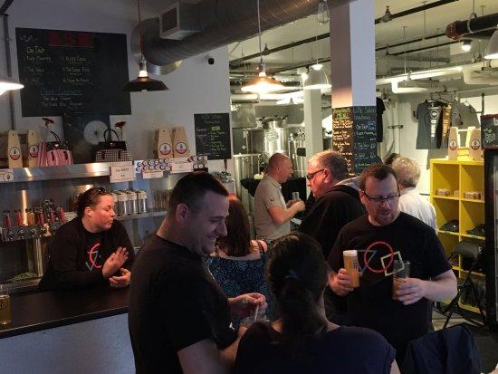 New Hamburg, Canadá: Busy night at Bitte Schon Brauhaus