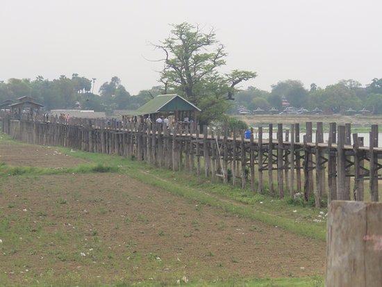 Amarapura, Birmania: bridge from the upland