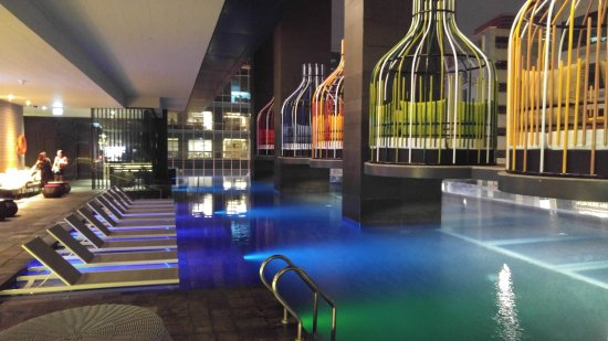 Mermaid bar infinity pool picture of i 39 m hotel makati for Affordable pools near metro manila