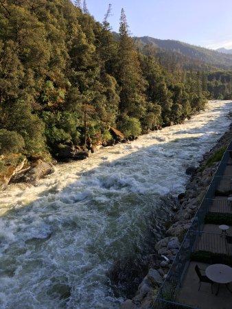 Yosemite View Lodge: Merced River-May 2017