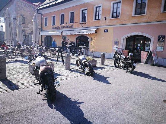 Камник, Словения: Kavarnica na Glavnem trgu