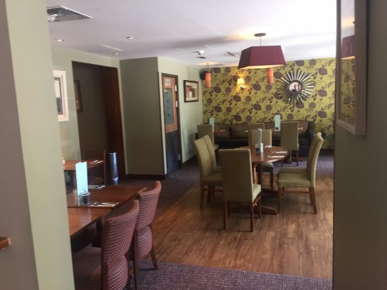 Premier Inn London Richmond Hotel: Dining Area