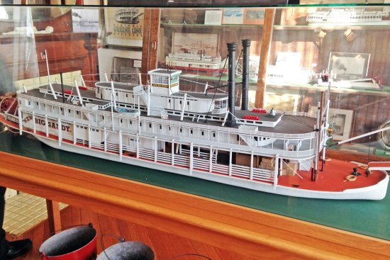Jeffersonville, Indiana: Model of another grand steamboat from the Howard yard