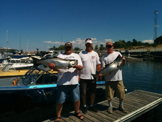 Dunnville, Canadá: First Place Salmon Derby, Most overall weight 2 fish entry, Largest single fish.Thanks James