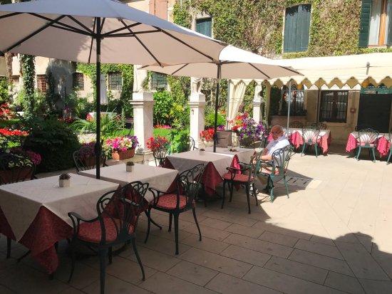 Garten Mit Sitzecken Picture Of Hotel Palazzo Abadessa Venice