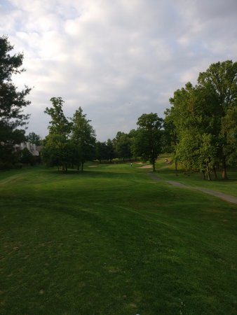 Fairfax, VA: Wide fairways, lots of trees
