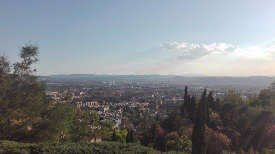 Carmen de los Martires: Vista de la ciudad de Granada