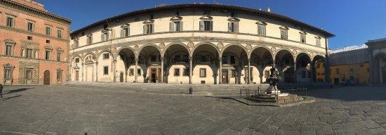 Hotel Loggiato dei Serviti: FrontView of the hotel in Piazza della Santissima Annunziata. The view is breathtaking to wake u