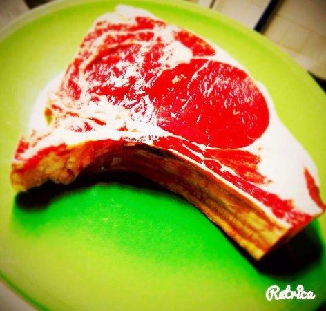 Lurisia, อิตาลี: Costata di bue, filetto di maiale in crosta di pancetta, focaccia ruschetta.