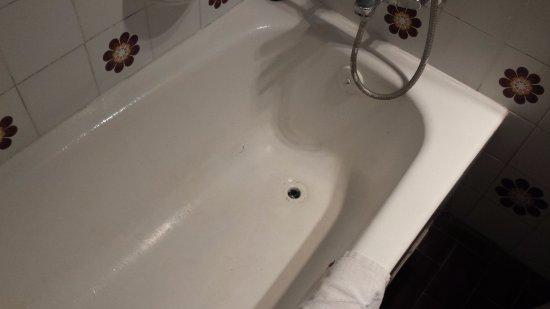 Playamar : Bañera mal pintada