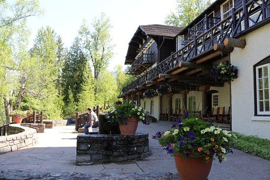 Lake McDonald Lodge: Back of lodge
