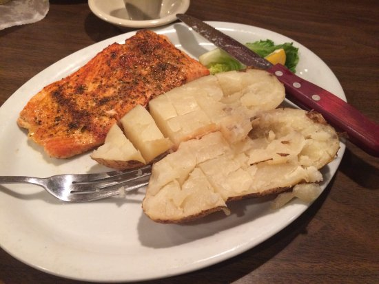 Imlay City, MI: Salmon dinner and chicken sandwich