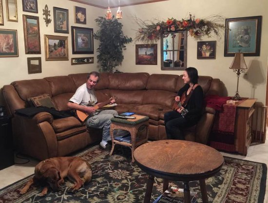 Sheppard's Place: I had a little acoustic jam session with innkeeper Jessica in the shared living room.