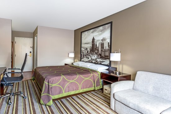 Delavan, WI : New Modern King Size Business Suite