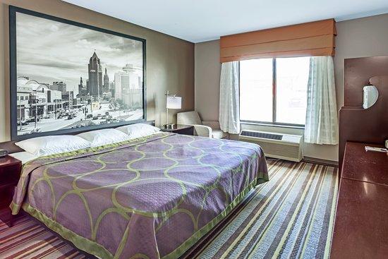 Delavan, WI: New Modern 1 King Size Bed