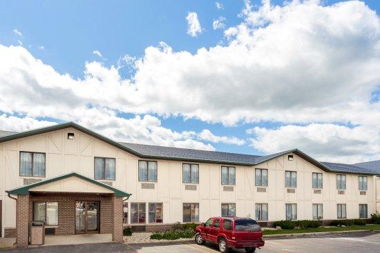 Delavan, WI: New Modern Hotel