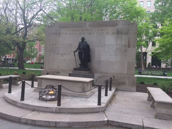 Washington Square Park: Tomb of the Unknown Revolutionary Soldier