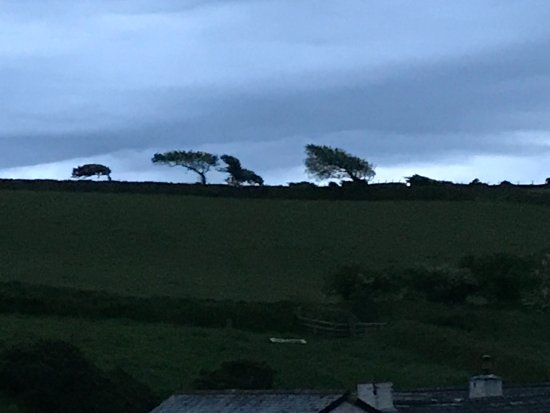 Countisbury, UK: Just behind - guess it's windy in the winter.....