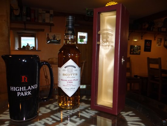 Whitbeck, UK: Highland Park with water jug