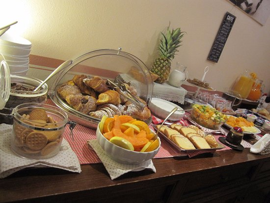 Il Seminario Bed & Breakfast: Scrumptious pastries, fresh fruits - great b'fast