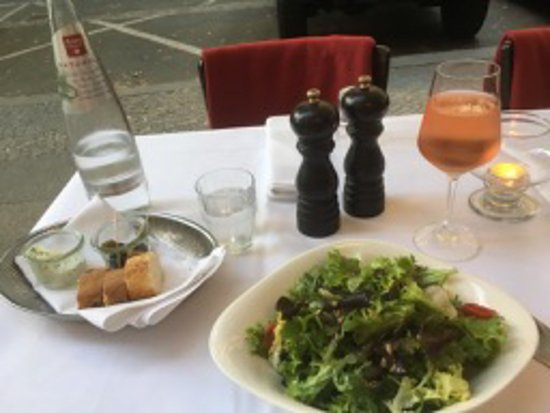 Diekmann : The salad was fresh and the dressing was very nice, but with a touch on the sour side.