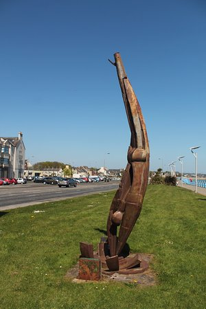 Carrickfergus, UK: Diver sculpture.