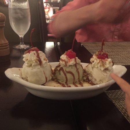 Hot Springs, VA: Homestead Banana Split at Jefferson's Restaurant