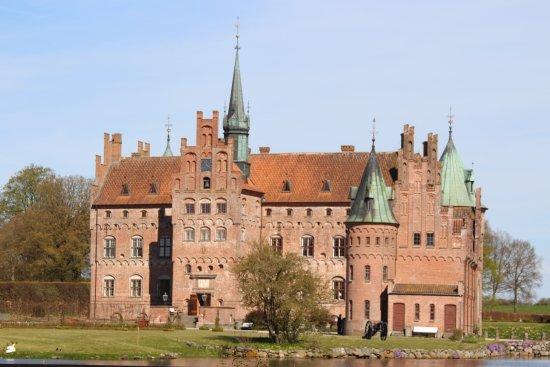 قلعة إيجسكوف: Замок