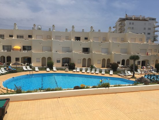 Vilamor Apartments Hotel: Pool area and view from balcony