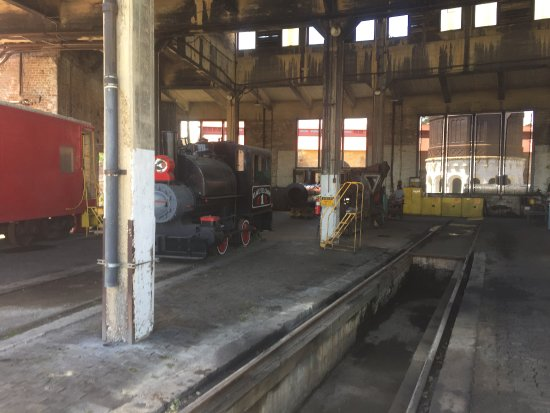 Georgia State Railroad Museum: Roundhouse Interior