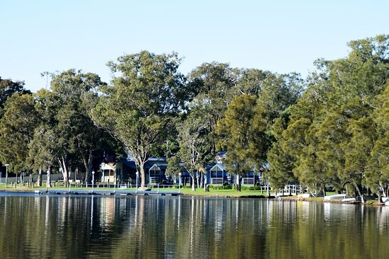 Mannering Park, Australia: A part view of the park from around the lake