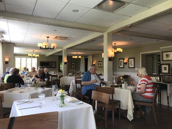 Chappaqua, NY: Restaurant layout. Spacious and light.