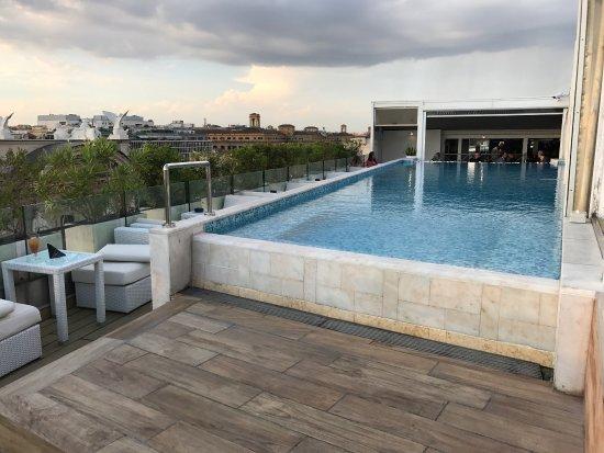 Shows the luxurious Palazzo Naiadi hotel