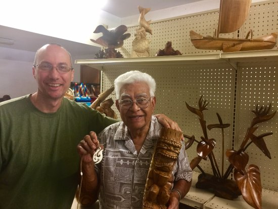 Kapaau, HI: Me with Ika Vea holding the beautiful necklace and tiki statue he made