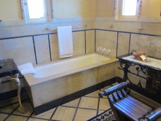 Hearst Castle: Cottage Bathroom
